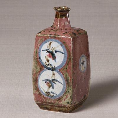 辰砂丸文角瓶