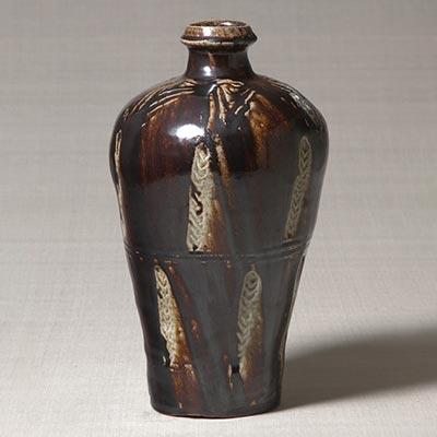 塩釉押文花瓶<br /><span>濱田庄司 益子 濱田窯 昭和時代〔日本〕1955年 33.0 x 19.0cm</span>
