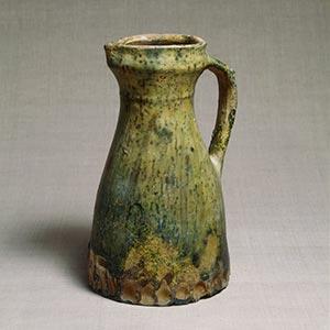 緑釉水注<br /><span> イギリス 14世紀 26.7 x 17.3cm</span>