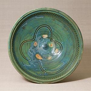 緑釉指描文鉢