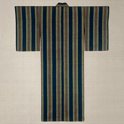 紺地経縞着物<br /><span>紬 結城 明治時代〔日本〕19世紀 152.5 x 121.5cm</span>