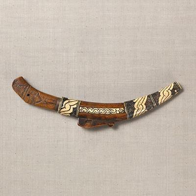 小刀(マキリ)<br /><span>アイヌ民族(北海道)木・骨 日本 19世紀 30.0 x 9.0cm</span>