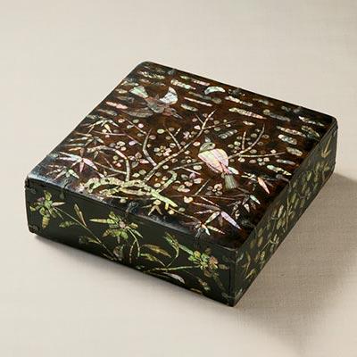 螺鈿花鳥文箱<br /><span>木製漆塗 朝鮮時代〔朝鮮半島〕19世紀 11.2 x 33.4cm</span>