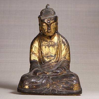 釈迦如来像<br /><span>石造鍍金 高麗時代〔朝鮮半島〕11世紀 44.0 x 32.0cm</span>