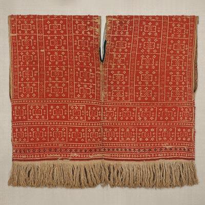 袖無上着<br /><span>平埔族 苧麻・羊毛、浮織 台湾 19世紀 55.0 x 59.0cm</span>