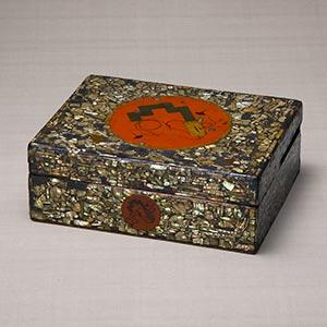 螺鈿漆絵鍵文菓子箱