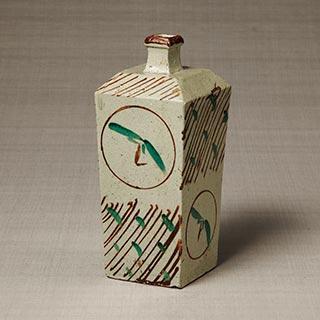 赤絵丸文角瓶<br /><span>濱田庄司 益子 濱田窯 昭和時代〔日本〕1938年 28.6×12.2×12.2cm</span>