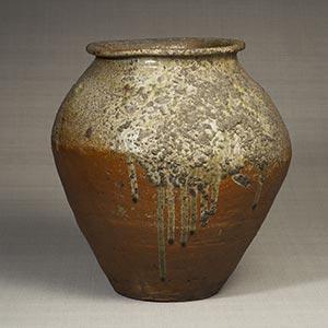 自然釉甕<br /><span>丹波 鎌倉時代〔日本〕13世紀 42.8×40.5cm</span>