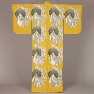 沖縄笠団扇文着物<br /><span>紬、型染 昭和時代〔日本〕1940年 160.0×127㎝</span>