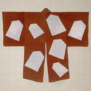 柿色地駒散し文様羽織<br /><span>木綿、型染 江戸時代〔日本〕19世紀 102.0×63.5cm</span>