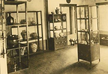 display of the Korean Folk Art Museum in 1924.